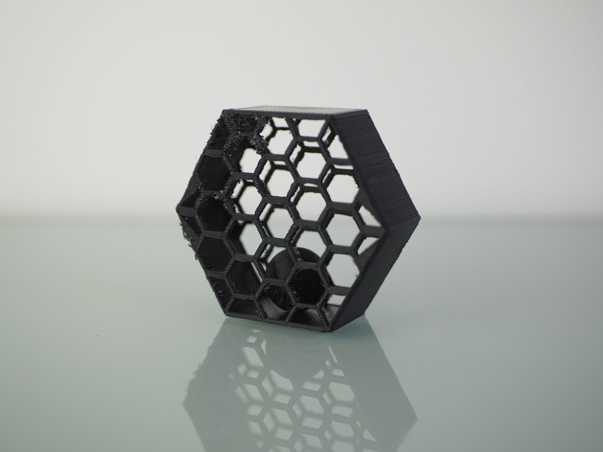 Test de double extrusion «boule dans une cage». Photo de l'industrie de l'impression 3D.