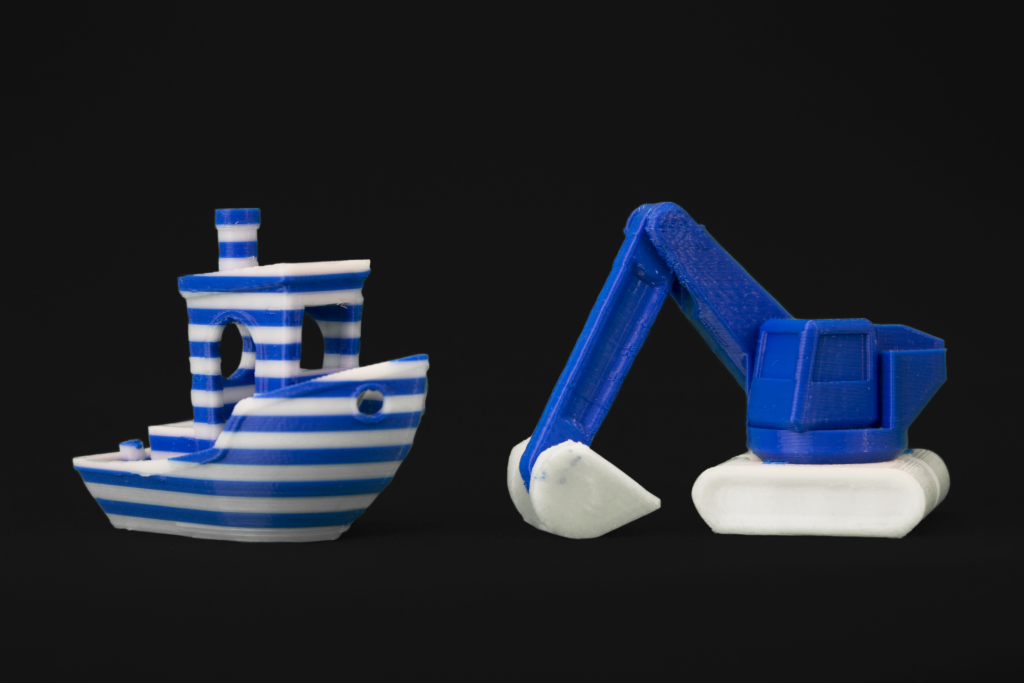 The 3D printed benchy and digger